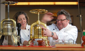 videos-using-a-duck-press-with-david-burke