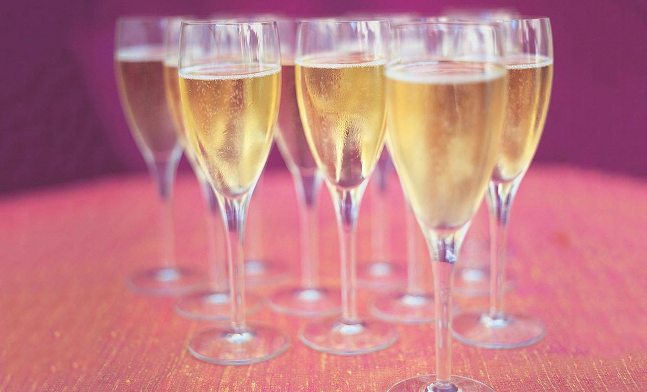 Host a New Year's Eve Party - Holidays & Entertaining – Dartagnan.com
